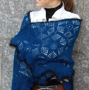 Capa crochet azul oscuro